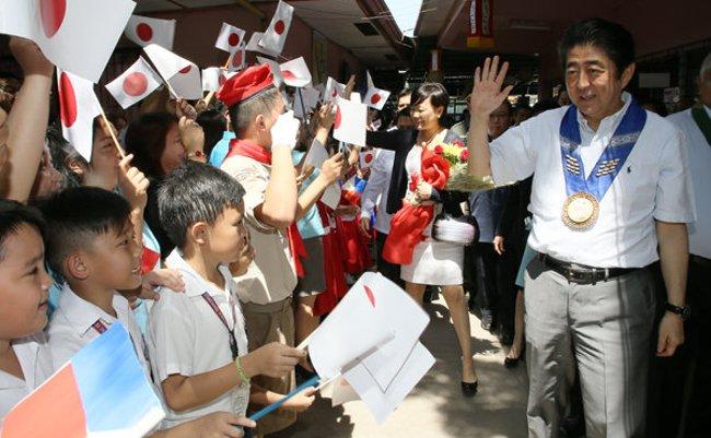 日本人が知らない動画「安倍総理フィリピンに行く」が面白すぎる