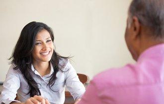 なぜ常連のお年寄りは、店員に解決しない悩みを話しに来るのか?