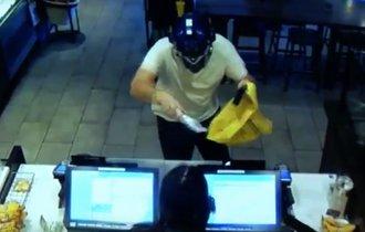 【動画】スタバに強盗が侵入。その場に居合わせた客は何をした?