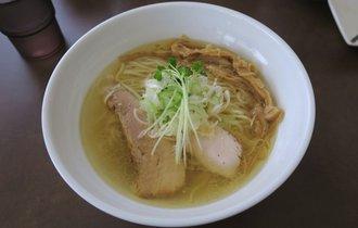 【埼玉・花崎】ラーメン官僚がいつの間にか丼を空にした、究極の鶏塩ラーメン【麺屋心羽】