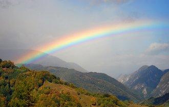 欧州では6色。日本人が「虹は7色」と信じて疑わない理由