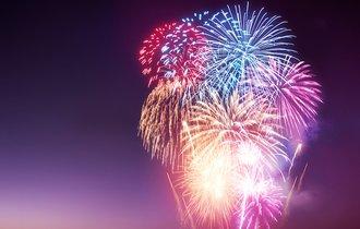 花火の「色」は何で決まる? 科学者がそっと教える夏の豆知識