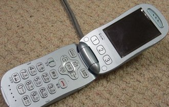 富士通もついに白旗。国内携帯メーカーの事業撤退が止まらない