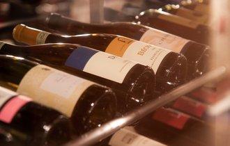 お酒を「原価」で飲める激安バーが、それでも儲けを出すカラクリ