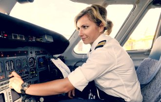 パイロット不足で欠航続出。「憧れの職業」に何が起きているのか