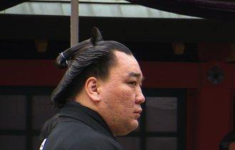 日馬富士事件、法律より強い「横綱の正義」なんてあるのだろうか
