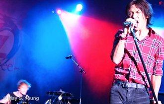 B'z稲葉、ライブ中に声出ず中断もファンの気づかいに心温まる