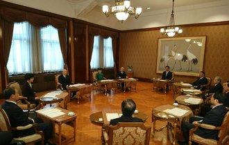 官邸と有識者会議が天皇陛下の「譲位」を4月30日に決めた理由