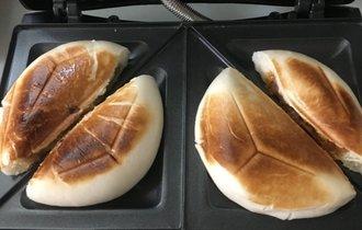 中華まんをホットサンドメーカーで焼いた結果…激ウマと判明!