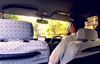 警察官あ然。タクシー運転手をかばい説教を始めた昭和の大物俳優