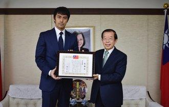 阿部寛、約束通り台湾の駐日代表に1000万手渡し。現地で賞賛の声