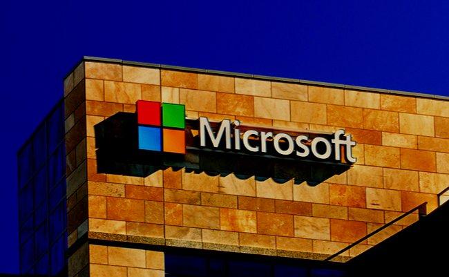 没落するMicrosoft、「失われた10年」の原因は何だったのか?