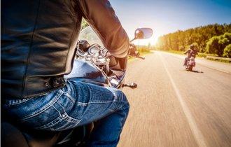 バイクに乗ってたら思わぬ危険に遭遇!笑える英語ジョーク