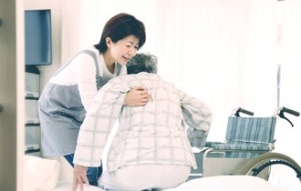 セクハラや暴力も。高齢化問題が引き起こす、介護施設の壮絶現場