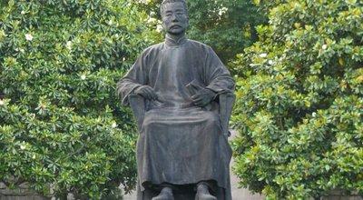 Shanghai_-_Lu_Xun_statue