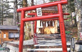日本中のセレブも参拝。新屋山神社「奥宮」の恐るべき金運上昇力