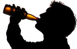 「無礼講」では済まない?酒好きと酒乱の違いを精神科医が解説