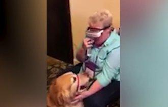 【動画】涙が止まらない。ずっと支えてくれた盲導犬が見えた瞬間