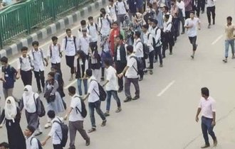 日本で全く報道されない、バングラデシュの中高生が起こした抗議運動