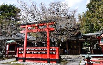 お忍びで訪れる芸能人と遭遇も。京都のパワースポット車折神社へ