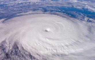 不気味な傾向。日本に上陸する台風は年々大型化し、速度も遅くなっている