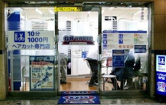 ユニクロも鳥貴族も業績悪化。1200円に値上げのQBハウスはどうなる?