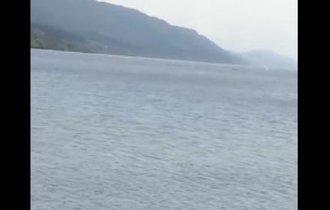 【動画】ネッシー現る?ネス湖で不自然な立ち方をする波が…