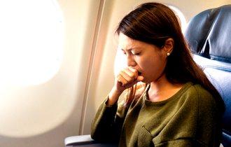 現役医師が警告。航空機内で具合が悪くなったときの「NG行動」