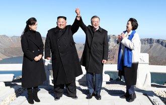 金正恩が核の新提案も。南北首脳会談を新聞各紙はどう伝えたか