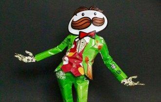 「プリングルスの空箱」で作られた紳士が想像以上に紳士的だった
