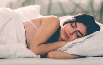 眠れない夜に試したい。子どもの頃を思い出す「意外な入眠法」