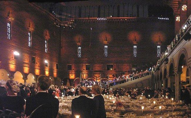 1024px-Panoramic_Shot_Nobel_Banquet_2005