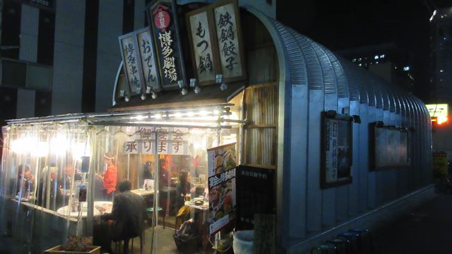 「屋台屋博多劇場」大井町店。アメリカから取り寄せたスチールキャビン(倉庫)を使い、低コストで出店した