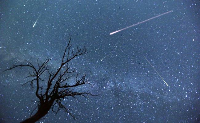 12月14日22時。今年の「ふたご座流星群」は1時間40個の流れ星