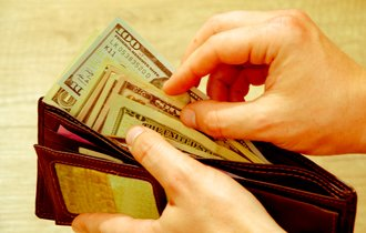 海外ブランドの財布をネット通販で買うなら大きさに注意すべき理由