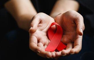 資金が途切れても関係は途切れなかったHIV患者と支援者の物語