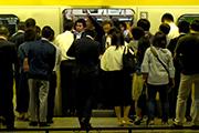 先進国で日本のサラリーマンの給料だけが下がり続ける2つの理由