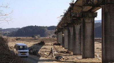 1024px-Tsuyagawa_Bridge_is_falling_down