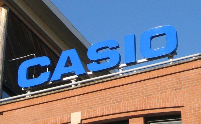 カシオ、売上半減の大ショック。何が名門企業を追い込んだのか?