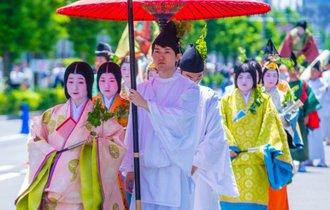 京都で感ずる平安貴族の香り。源氏物語にも描かれた葵祭を訪ねる