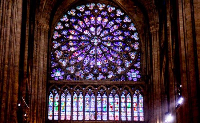 もう見れないノートルダム大聖堂の火災で失われたステンドグラス
