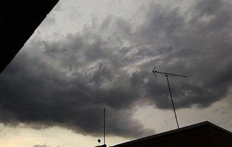 【東京競馬場に雹も】10連休中の首都圏を襲ったゲリラ豪雨まとめ