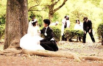 海外で話題「ゾンビ結婚写真」で二人の愛は深まるか?