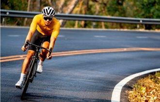 人気の自転車。トレーニングの効率を上げるサプリメントの摂取法