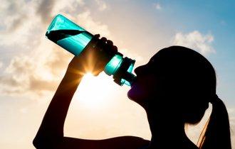 カロリーゼロドリンクを水代わりに大量摂取してはいけない理由