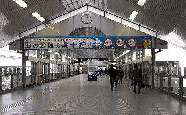 1024px-Shin-sugita_station_of_Kanazawa_Seaside_Line_Yokohama_Japan