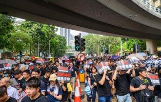 中国当局が香港デモで体力を使う間に世界覇権争いで勝ちを狙う米
