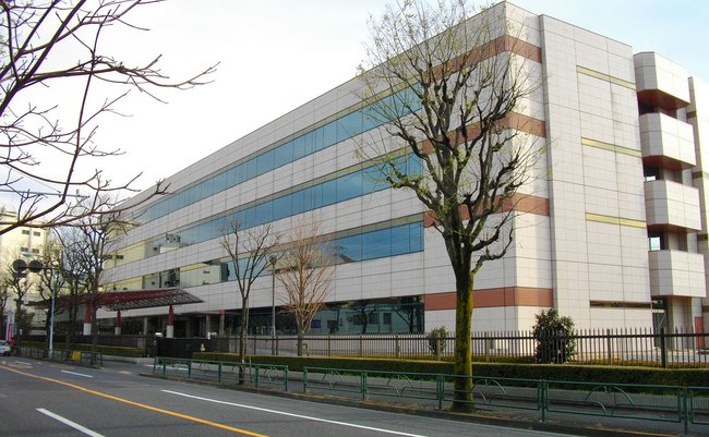 1600px-Japan_Pension_Service_Headquarters1