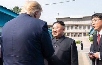 朝鮮戦争、事実上の「終戦」か?米朝首脳会談で金正恩が選んだ道