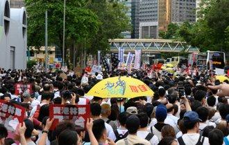 香港デモ議会占拠は中国の自作自演。親中派と中国マフィアの陰謀